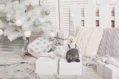 Boneco de neve 2017, árvores macio do brinquedo da caixa de presente do conceito do Natal e do ano novo Fotos de Stock Royalty Free