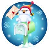 Boneco de neve bonito dos desenhos animados com cartão à disposição na caixa postal Fotografia de Stock