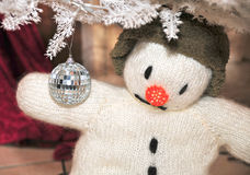 Boneco de neve com bola de Disko Imagens de Stock Royalty Free