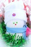 Boneco de neve da peúga branca no chapéu e no lenço azul Fotos de Stock Royalty Free