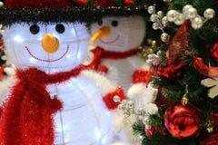 Boneco de neve decorado na Noite de Natal fotografia de stock