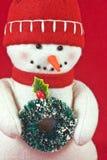 Boneco de neve do brinquedo com grinalda Imagens de Stock