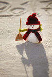 Boneco de neve do brinquedo na areia Imagens de Stock Royalty Free