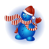 Boneco de neve engraçado do vetor dos desenhos animados em um chapéu vermelho do Natal, em um lenço listrado e em uns mitenes Fotografia de Stock Royalty Free