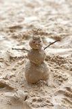 Boneco de neve feito da areia. Fotografia de Stock Royalty Free