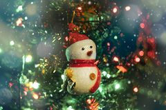 Boneco de neve macio do foco no backgroud obscuro Imagens de Stock