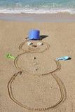 Boneco de neve na areia - divertimento na praia no inverno - Maui, Havaí Fotografia de Stock Royalty Free