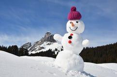 Boneco de neve nos cumes suíços Fotografia de Stock