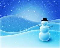 Boneco de neve que senta-se em montes nevado Imagem de Stock