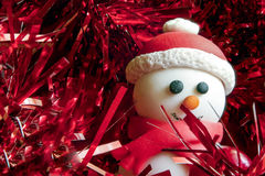 Boneco de neve que veste o chapéu de Santa Imagens de Stock Royalty Free