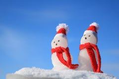 Bonecos de neve com Scarves vermelhos Imagem de Stock Royalty Free