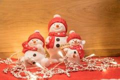 Bonecos de neve decorativos e luminosos fotografia de stock royalty free