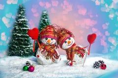 Bonecos de neve do amor snowfall Conceito do amor Cartão do dia do `s do Valentim Foto de Stock