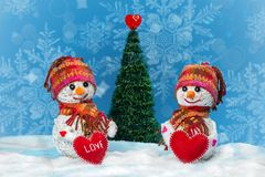 Bonecos de neve do amor snowfall Conceito do amor Cartão do dia do `s do Valentim Foto de Stock Royalty Free