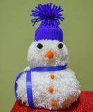 Bonecos de neve feitos de lã Fotografia de Stock Royalty Free