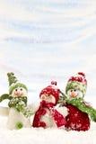 Bonecos de neve na neve Fotos de Stock Royalty Free