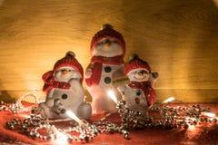 Bonecos de neve pintados à mão com boa vinda imagens de stock royalty free