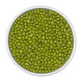 Bonen van groene mung in witte kom op geïsoleerd op witte achtergrond Hoogste mening royalty-vrije stock fotografie