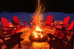 Free Bonfire In Winter, Banff National Park, Canada Royalty Free Stock Photography - 174515427