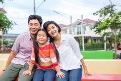 Bonheur asiatique de famille ensemble photo libre de droits