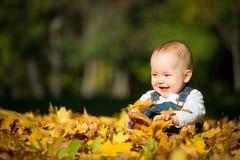 Bonheur - bébé en nature Image libre de droits