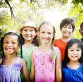 Bonheur de sourire d'unité d'amitié d'enfants Photos stock