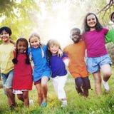 Bonheur de sourire d'unité d'amitié d'enfants Photographie stock