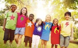 Bonheur de sourire d'unité d'amitié d'enfants Images stock