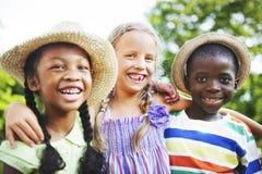 Bonheur de sourire d'unité d'amitié d'enfants Images libres de droits