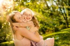 Bonheur - mère avec son enfant Photographie stock libre de droits