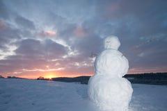Bonhomme de neige à l'aube Photos libres de droits