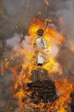 Bonhomme de neige étant brûlé pendant le festival traditionnel de Sechselauten à Zurich, Suisse Photos stock