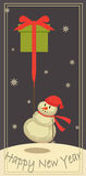 Bonhomme de neige avec un cadeau Photographie stock libre de droits