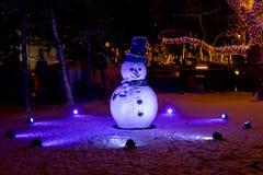 Bonhomme de neige avec un chapeau chez Rathausplatz à Vienne photos stock