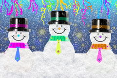 Bonhomme de neige dans le paysage de neige d'hiver pour la carte ou le fond Photos libres de droits