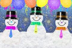 Bonhomme de neige dans le paysage de neige d'hiver pour la carte ou le fond Photo libre de droits