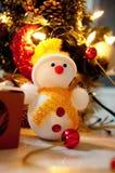 Bonhomme de neige et arbre de Noël Photo libre de droits