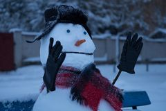 Bonhomme de neige fâché images libres de droits