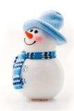 Bonhomme de neige gai dans le chapeau bleu Photo libre de droits