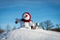 Bonhomme de neige heureux avec le chapeau Image stock
