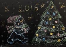 Bonhomme de neige tiré avec un arbre de Noël sur un fond noir handmade Photos stock