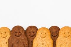 Bonhommes en pain d'épice noirs et blancs Photo stock