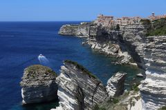 Bonifacio, город построенный на белых скалах стоковое фото rf