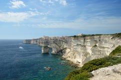 在Bonifacio附近的海岸 免版税库存图片