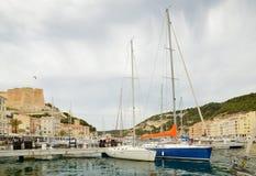沿海城市Bonifacio在地中海海岛可西嘉岛 免版税库存照片