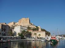 Bonifacio, août 2012, marina et forteresse Photo libre de droits