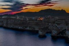 Bonifacio an der blauen Stunde des Sommers lizenzfreies stockbild