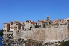 Bonifacio, miasto budujący na białych falezach obraz stock