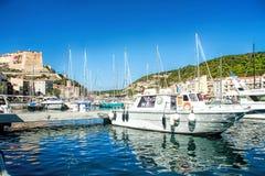 Bonifacio - Picturesquehuvudstad av Korsika, Frankrike Royaltyfri Fotografi