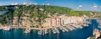 Bonifacio - Picturesquehuvudstad av Korsika, Frankrike Arkivbilder